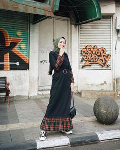 Niqab Fashion, Street Hijab Fashion, Ootd Fashion, Modest Fashion, Skirt Fashion, Fashion Outfits, Casual Hijab Outfit, Hijab Chic, Islamic Fashion