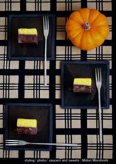 和菓子【実りの秋(蒸し羊羹かるかん重ね) Minori-no-Aki〜蒸し羊羹&かるかんMushi-youkan&Karukan】 Autumn was coming to an end. Today is Halloween.I cooked the cake which stacked Karukan(Japanese sponge cake) and steamed adzuki-bean jelly to two levels. The part of Karukan is flavored with pumpkin, and the part of steamed adzuki-bean jelly is flavored with rum raisins and nuts.  *styling / photo / saucers & sweets : Midori Morohoshi(http://instagram.com/MidoriMorohoshi/)