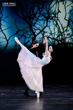 Natalia Osipova and Ivan Vasiliev in Giselle at the YAGP Gala 2012. Photo by Liza Voll Photography