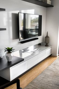 Living Room Cabinetry: modern Living room by Moda Interiors