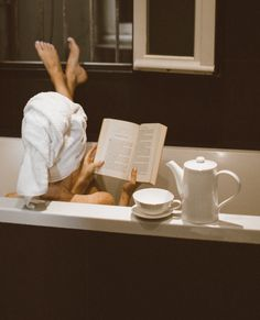Holiday Gift Guide : Books for the Women in Your Life - Barefoot Blonde Classy Aesthetic, Book Aesthetic, Barefoot Blonde, Holiday Gift Guide, Dream Life, Book Worms, Photography Poses, Books To Read, Relax
