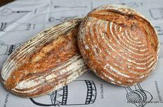 Cum se face maia naturală pentru pâine fără drojdie - rețeta de drojdie sălbatică | Savori Urbane Eggs Benedict Recipe, Breakfast Recipes, Food And Drink, Cookies, Breads, Crack Crackers, Bread Rolls, Biscuits, Bread