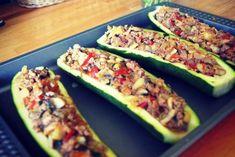 Potrawy z cukinii - cukinia faszerowana [przepis] Zucchini, Grilling, Vegetables, Recipes, Food, Asia, Diet, Thermomix, Cooking