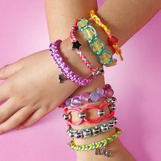 Kit pour fabriquer 10 bracelets en cordelettes + assortiment de perles - breloques