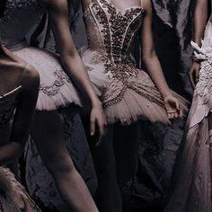 Dancer Photography, Dark Photography, Dance Art, Ballet Dance, Ballet Shoes, Le Rosey, Dancer Quotes, Aesthetic People, Dance Poses