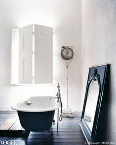 Lyn Gardener's bathroom, via Vogue living 2009