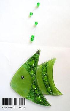 Pez Colgante En Vitrofusion Entrega Inmediata - $ 70,00 en MercadoLibre Fused Glass Plates, Fused Glass Ornaments, Fused Glass Jewelry, Fused Glass Art, Xmas Ornaments, Glass Fusion Ideas, Stained Glass Studio, Shattered Glass, Glass Artwork