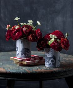 Need a quick & easy Valentine's DIY/Flower idea? This Seven of Hearts Card Vase is perfect in a pinch Arrangement Diy Décoration, Easy Diy, Diy Crafts, Diy Projects Design, Vase, Heart Cards, Valentine's Day Diy, Valentines Diy, Valentine Bouquet