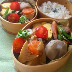 Twitter from @_ik_s Photo: 今日の #お弁当 。卵焼き、里芋煮、アスパラとソーセージ焼き、鶏と筍のカレー煮、ちくわ貝割れ。 #obentoart o 初めてちくわに貝割れ入れてみた。コレであってるかは謎。