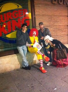 Celebrar Halloween y encontrar al payaso de McDonalds en el Burger King super infiel
