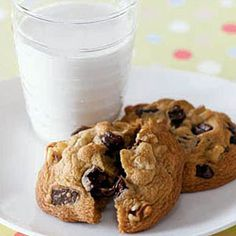 Can't go wrong with a classic: Soft Chocolate Chunk Cookies #chocolate #cookies #dessert