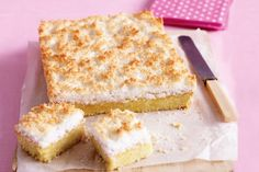 Lemon Coconut Slice This lemon slice makes the perfect Sunday afternoon treat. Lemon Coconut Slice, Lemon Curd, Coconut Bars, Baking Recipes, Cake Recipes, Coconut Recipes, Lemon Recipes Thermomix, Citrus Recipes, Dessert Recipes