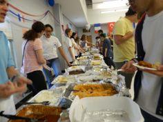 Comida es una grande pate de cultura y durante de la noche internacional, muchos estudianes comieron muchos tipos de comida de muchos culturas.