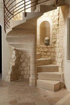 escalera  caracol de piedra estilo rustico (Inspiration for castle stairs)
