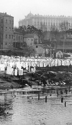 Madrid - Lavaderos del Río Manzanares, 1910 Famous Pictures, Old Pictures, Old Photos, San Francisco Earthquake, Foto Madrid, Photo Journal, Miguel Angel, Historical Photos, Belle Epoque