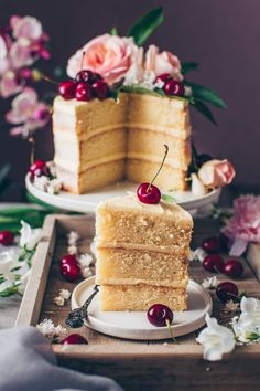 This is the best Vegan Vanilla Cake recipe! It's a fluffy, soft and moist vanilla layer cake with simple buttercream frosting. Easy to make and delicious! Chocolate Chip Cake, Vegan Chocolate, Vegan Buttercream Frosting, Vegan Vanilla Cake, Strawberry Cream Cakes, Raspberry Cake, Vegan Wedding Cake, Wedding Cakes, Sweet Spice