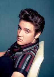 Elvis Aaron Presley (født januar 1935 i Tupelo i Mississippi, død august 1977 Elvis Presley House, Elvis Presley Photos, Lisa Marie Presley, Priscilla Presley, Beatles, Happy Birthday Elvis, Rock And Roll, If I Can Dream, Young Elvis