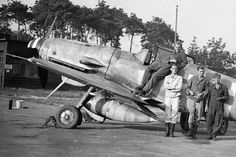 Late model Gustav with the the underwing FuG16ZY Morane antenna mast clearly visible .