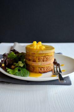 Foie gras, mangue rôtie et pain d'épices en mille-feuille et coulis mangue-passion | Voyage Gourmand
