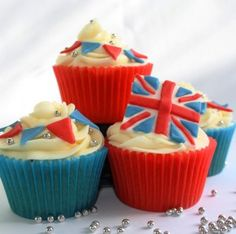 These Union Jack cupcakes look delicious as well as patrotic!