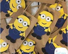 Minions despicable me birthday party goody bags, favor bags. 1 Year Birthday Party Ideas, Boy Birthday Parties, Birthday Party Decorations, Party Themes, Minion Birthday Banner, Minion Party Theme, Minion Centerpieces, Party Packs, Childrens Party