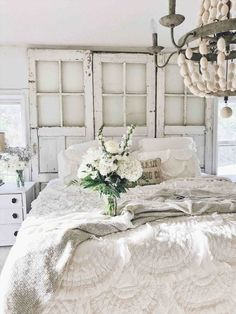 Fine Deco Chambre Shabby Chic that you must know, You?re in good company if you?re looking for Deco Chambre Shabby Chic Romantic Shabby Chic, Blanc Shabby Chic, Cottage Shabby Chic, Shabby Chic Mode, Shabby Chic Living Room, Shabby Chic Style, White Cottage, Cottage Style, Boho Chic