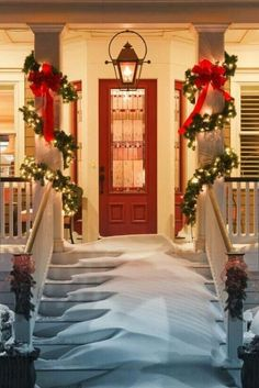 48 Creative Front Porch Decorating Ideas for Christmas - Alegoo.com