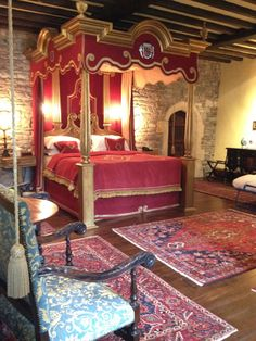 Thornbury Castle . Slept in this room that Henry the VIII and Anne Bolyn slept in .