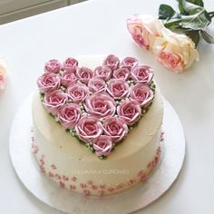 This but with simple, quick rosettes instead of full flowers would be great for Valentines Day Buttercream Decorating, Easy Cake Decorating, Cake Cookies, Cupcake Cakes, Cupcakes, Pretty Cakes, Beautiful Cakes, Chocolate San Valentin, Buttercream Flower Cake