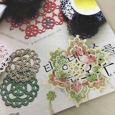 完成韓國梭編書的簡單作品,喜歡作者簡約的設計。繼續練習~  #shuttletatting #tattinglace #tatting #shuttle #梭編 #梭編蕾絲 #梭編蕾絲編織 #lizbeth #tattingweed