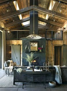 Une chaleureuse maison en bois dans la Napa Valley A warm wooden house in the Napa Valley – PLANET DECO a homes world Napa Valley, Modern Rustic, Modern Farmhouse, Farmhouse Style, Fresh Farmhouse, Farmhouse Interior, Rustic Industrial, Industrial Living, Farmhouse Homes