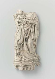 Anonymous | Maria met kind, staande op de maansikkel, Anonymous, c. 1450 | Op een grondje, overgaand in een zeshoekig geprofileerd voetstuk met arcaden en nissen, staat Maria op een maansikkel, de linkerknie gebogen. Zij draagt op de rechterarm het in een hemd geklede, half liggende Christuskind, van wie zij een voet in de linkerhand vast heeft. Het kind legt zijn linkerhand op Maria's boezem en houdt in het andere een vrucht. Achter het hoofd van het kind een nimbus. Maria's haar komt…