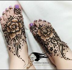 Eu trabalho com henna e ai fiz henna nos meus pés para comemorar o Ano Novo 2017 muita paz e rosas em meu caminho. Henna I did at my feet to celebrate the New Year 2017 #henna #adrianamoraismua #fashionista  #estilosa #maquiagem #tatuagemdehenna #tatuagem #tatuagemfeminina #sagradofeminino #femininosagrado #hennatattoo  #hennadesign  #hennalove  #mehendi  #mehandi  #hudabeauty #wakeupandmakebup #makeupartistworldwide #universodamaquiagem_oficial  #universodamaquiagembrasil  #supervaidosa…