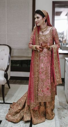47 Trendy Clothes For Women In Wardrobes Outfit Indian Bridal Lehenga, Pakistani Wedding Dresses, Pakistani Dress Design, Red Lehenga, Indian Dresses, Indian Outfits, Lehenga Choli, Ethnic Outfits, Sharara