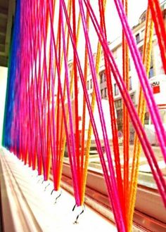 Discover thousands of images about Yarn Installation, Window display. Lots of fun in this link including sticky note in window. Window Display Retail, Window Display Design, Retail Windows, Store Windows, Display Windows, Fall Window Displays, Display Screen, Vitrine Design, Decoration Vitrine
