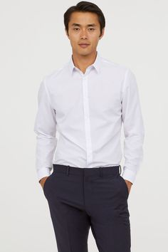 Expand your wardrobe with men's shirts from H&M. Shop online for cotton and linen shirts in classic shades, plus flannel, denim and short-sleeved styles. Mens Blue Dress Shirt, Light Blue Dress Shirt, White Shirt Men, Korean Hairstyles Women, Asian Men Hairstyle, Japanese Hairstyles, Asian Hairstyles, Men Hairstyles, Work Fashion