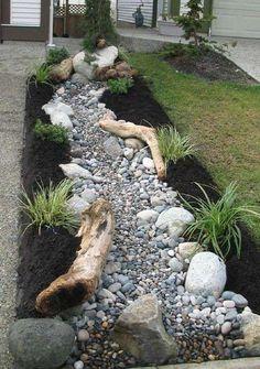 Come creare un giardino roccioso con le piante verdi.