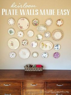 DIY: Heirloom Plate Walls Made Easy - this is an excellent tutorial on how to design a plate wall + inexpensive way to hang plates. This is an easy way to decorate your space using thrifted plates - via Over the Big Moon Hang Plates On Wall, Plate Wall Decor, Hanging Plates, Antique Plates, Vintage Plates, Decorative Plates, Teller An Der Wand, Do It Yourself Decoration, Sweet Home