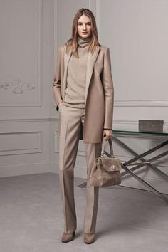 The complete Ralph Lauren Pre-Fall 2016 fashion show now on Vogue Runway. Fall Fashion 2016, Fashion Week, New York Fashion, Autumn Winter Fashion, Fashion Trends, Fall Winter, Winter Mode, Fashion Ideas, Office Fashion