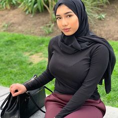 With the Firm and Prosperous hands of GOD, Marriages are made in Heaven; still there are Some efforts and formalities that we have to Perform . Hijab Teen, Arab Girls Hijab, Girl Hijab, Beautiful Hijab Girl, Beautiful Asian Girls, Beautiful Ladies, Casual Hijab Outfit, Hijab Chic, Hijab Fashionista