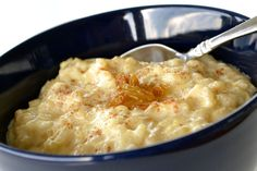 With golden raisins and a pinch of nutmeg or cinnamon, this creamy, classic rice pudding makes a quick and easy dessert that everyone will love. Creamiest Rice Pudding Recipe, Rice Pudding Recipes, Creamy Rice Pudding, Rice Recipes, Sweet Recipes, Dessert Recipes, Rice Puddings, Pudding Desserts, Stove Top Rice Pudding Recipe