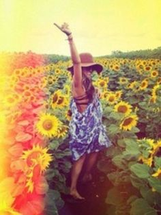 .I would love to be surrounded by sunflowers....  so beautiful to me.