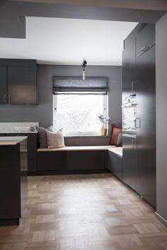 How to revamp the kitchen chairs? Kitchen Chairs, Home Decor Kitchen, Kitchen Furniture, Kitchen Decorations, Rustic Kitchen, Kitchen Ideas, Window Seat Kitchen, Studio Kitchen, Contemporary Kitchen Design