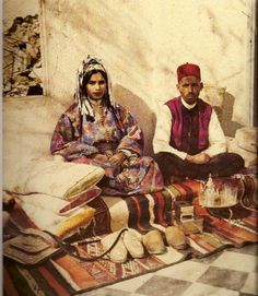 Traditional women's attire in Morocco Moroccan Theme, Moroccan Design, Photos Rares, Gabriel, Thinking Day, Moorish, People Of The World, North Africa, The Good Old Days