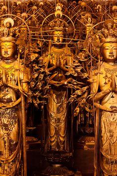 1001 [Wikipedia says statues of Kannon : Sanjusangendo temple, Kyoto, Japan. The statues are made of Japanese cypress clad in gold leaf. Buddhist Temple, Buddhist Art, Japanese Culture, Japanese Art, Buddhism Religion, Buddha Buddhism, Culture Art, Japanese Temple, Japan Travel