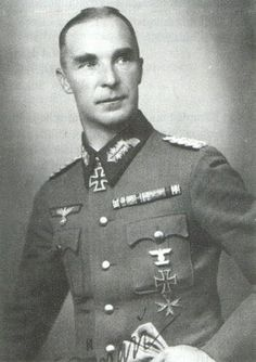 Rudolf von Bünau was a distinguished infantry general who commanded several army corps during WW2.He was the recipient of the Knight's Cross of the Iron Cross with Oak Leaves. Both of his sons, Rudolf and Günther, were KIA in 1943. The general surrendered to US forces and was released in 1947. He died in 1962, aged 71.