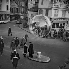 In the '60s, Models Floated Through Paris in Bubbles | Several of the frames feature bystanders simply gawking at the strange sight of the hovering orb, which Sokolsky worked into strong compositions.   | WIRED.com