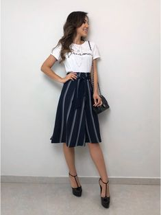 Saia Clochard Jeane Prom Outfits, College Outfits, Girly Outfits, Modest Outfits, Cute Fashion, Girl Fashion, Fashion Outfits, Classy Dress, Glamour