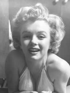 MM in her apartment at the Beverly Carlton Hotel, 1952. Photographed by Philippe Halsman.
