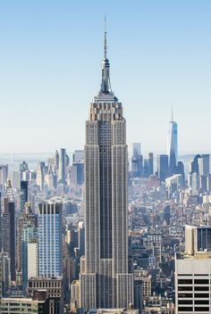 50 Things to See and Do in New York City-- I've never been to the top of the Empire State Building but I really want to! Art Deco, South Beach, Empire State Building View, City Aesthetic, Blue Aesthetic, Clear Blue Sky, New York Art, Chrysler Building, City Wallpaper